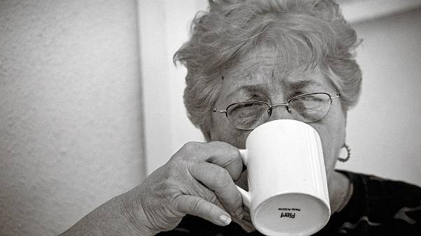 أربعة أكواب قهوة يومياً لخلايا أكثر شباباً!