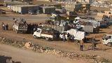 تجمع اللاجئين السوريين قبيل عبور الحدود اللبنانية السورية