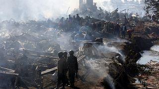 Tűz pusztított a kenyai ócskapiacon