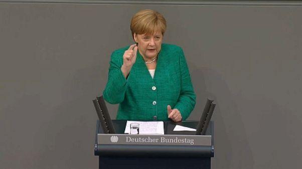 Merkel: most kell összefogni, nagy a tét