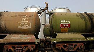 هند برای کاهش «شدید»  یا حتی «توقف» واردات نفت از ایران آماده میشود