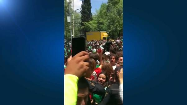 Mexican football fans thank South Korea