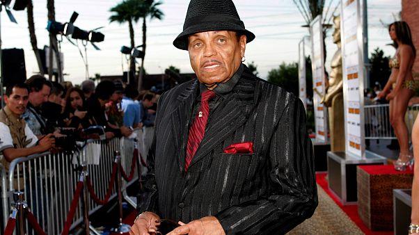 Meghalt Michael Jackson apja