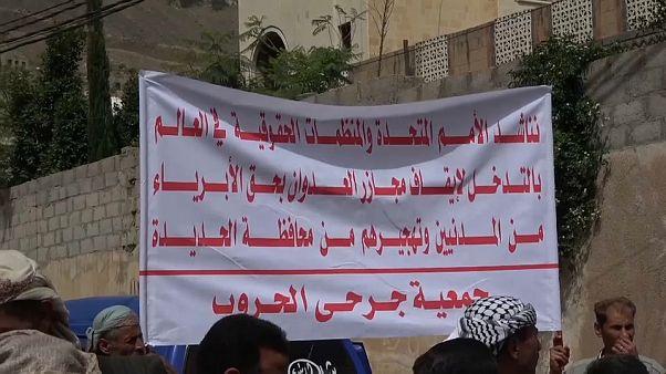 المئات يعتصمون في صنعاء احتجاجاً على هجوم التحالف على مدينة الحديدة في اليمن