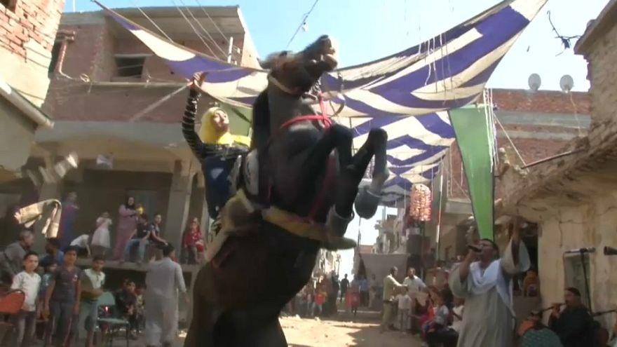 شاهد: فن الفروسية ببراعة راكبة خيول مصرية