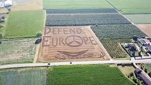 """""""لوحة قمحية إيطالية"""" تطالب بالدفاع عن أوروبا"""