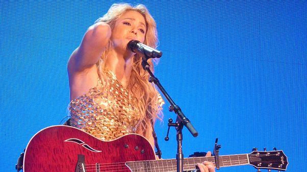 Shakira'nın kolyesine Nazi suçlaması