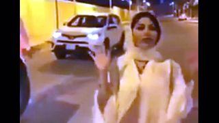 عربستان در مورد پوشش یک خبرنگار زن تحقیق می کند