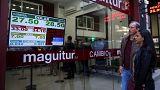 """Precio del dólar en Argentina se dispara tras """"miércoles negro"""" en la bolsa"""