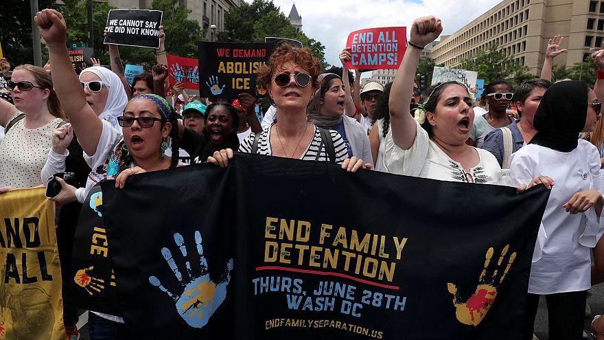 Imigração: manifestantes invadem edíficio do Senado em protesto