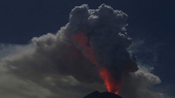 Συναγερμός για την ηφαιστειακή έκρηξη στο Μπαλί της Ινδονησίας