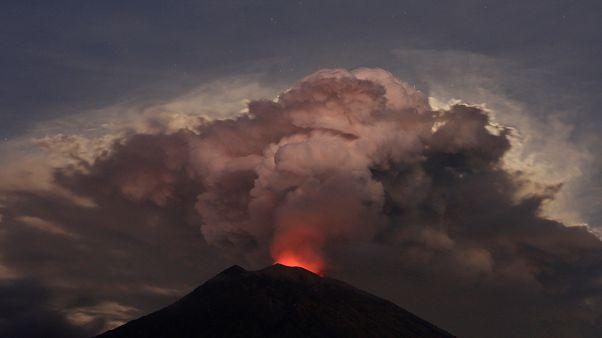 Bali: il risveglio del monte Agung, aeroporto chiuso per alcune ore