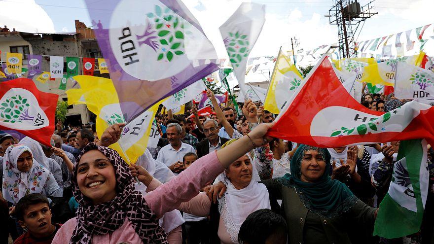 HDP'den milletvekili seçilen Leyla Güven tahliye edildi