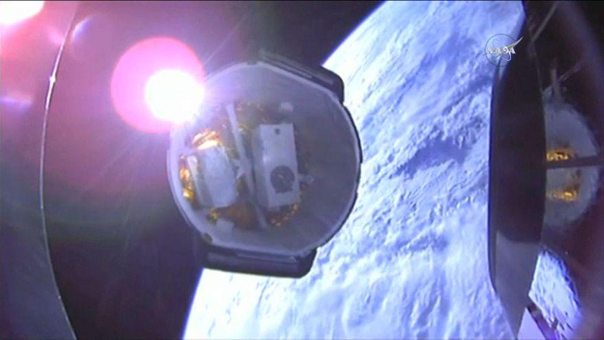 شاهد:  ناسا تطلق سفينة فضائية محملة بروبوت لنقل أخبار الفضاء