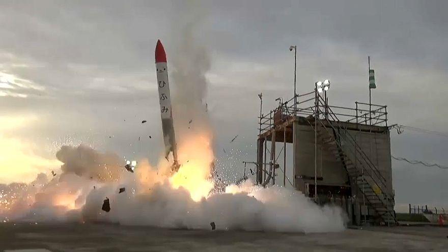 Japon roket kalkıştan dört saniye sonra infilak etti