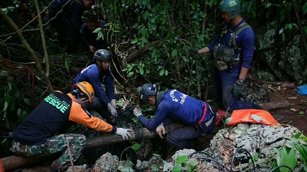 Tayland'da mağarada kaybolan futbolcu çocukları arama-kurtarma çalışmaları sürüyor