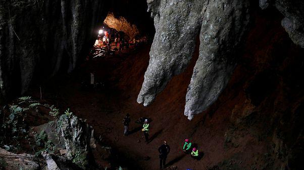Поиски пропавших в пещере школьников результатов не дали