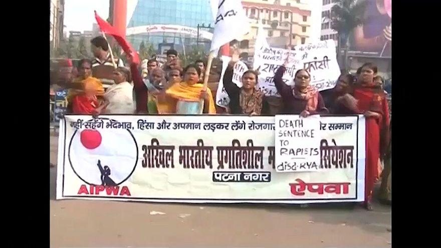 الالاف يتظاهرون في الهند بعد اغتصاب طفلة في السابعة من العمر