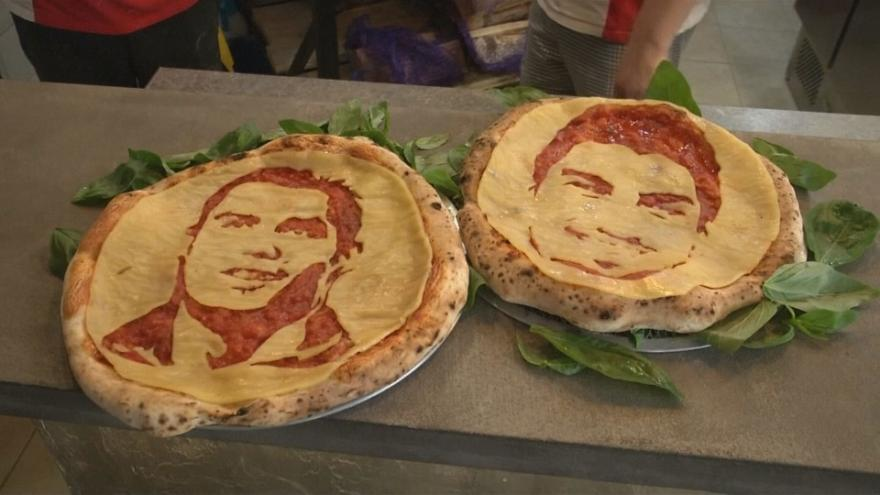 Pizzas con retratos de Cristiano Ronaldo y Luis Suárez, otra manera de disfrutar el Mundial