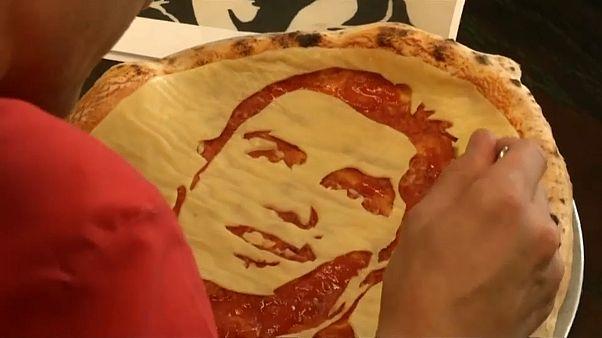 Futbol aşığı bir Rus şef pizzalarında Ronaldo ve Luis Suarez'i resmetti