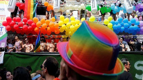 Πλήθος κόσμου στο Gay Parade στο Παρίσι