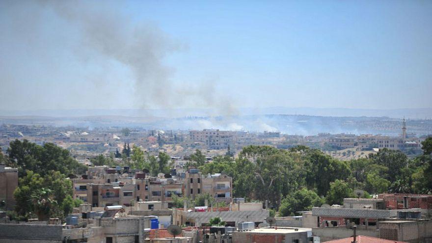 الجيش الأردني يبدأ بتقديم مساعدات إنسانية لآلاف النازحين السوريين من درعا