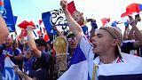 Adeptos franceses celebram vitória em Kazan