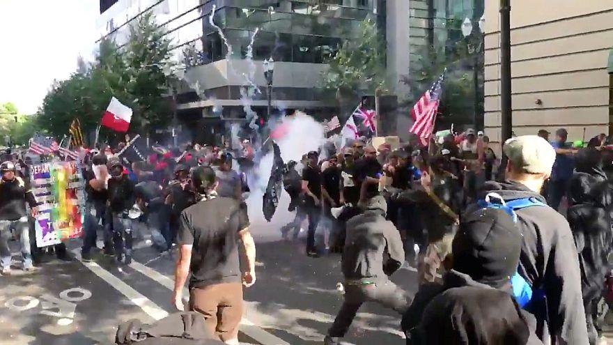 Confrontos em manifestação contra política migratória de Trump