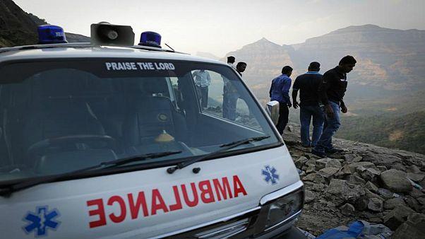 سقوط اتوبوس به دره در هند؛ ۴۰ نفر کشته شدند
