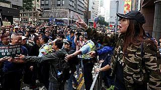 Hong Kong: celebrazioni e proteste