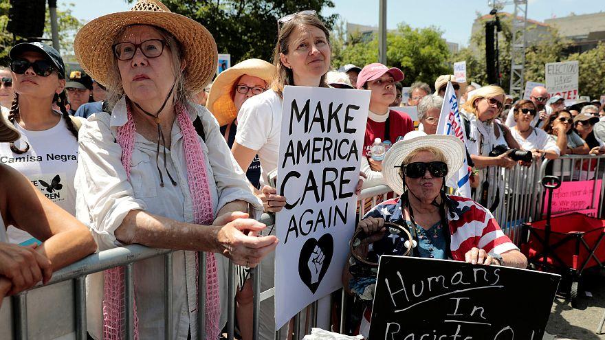 Des dizaines de milliers d'Américains manifestent contre la séparation des enfants de leurs parents clandestins