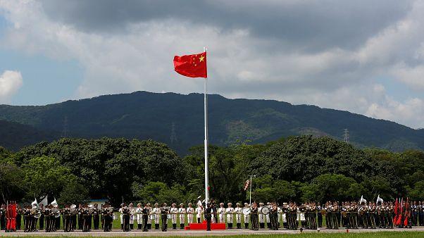 Hongkong feiert Rückkehr nach China, Tausende protestieren dagegen