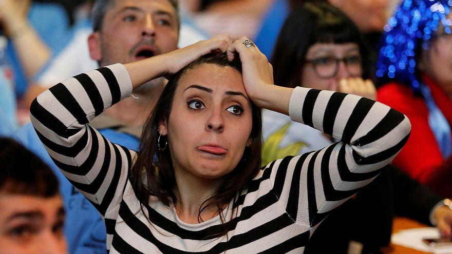 Uruguayi szurkolók meccset néznek
