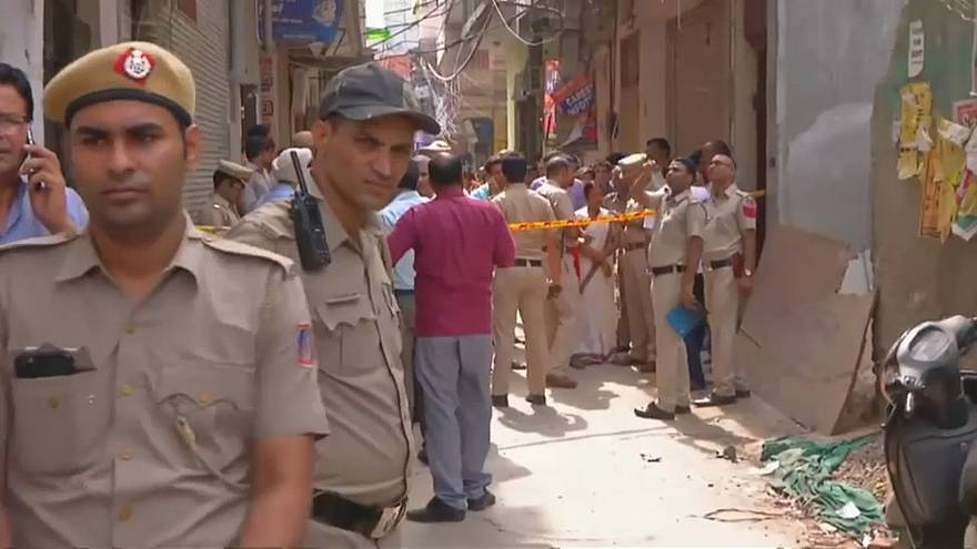 العثور على 10 جثث من أفراد عائلة واحدة معلقة بسقف منزل في الهند
