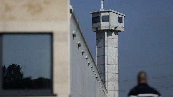 دزد سابقهدار با بالگرد از زندان گریخت