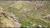 عشرات القتلى والجرحى جراء سقوط حافلة في واد عميق بالهند
