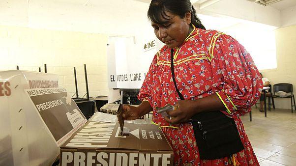 Άνοιξαν οι κάλπες για τις τριπλές εκλογές στο Μεξικό