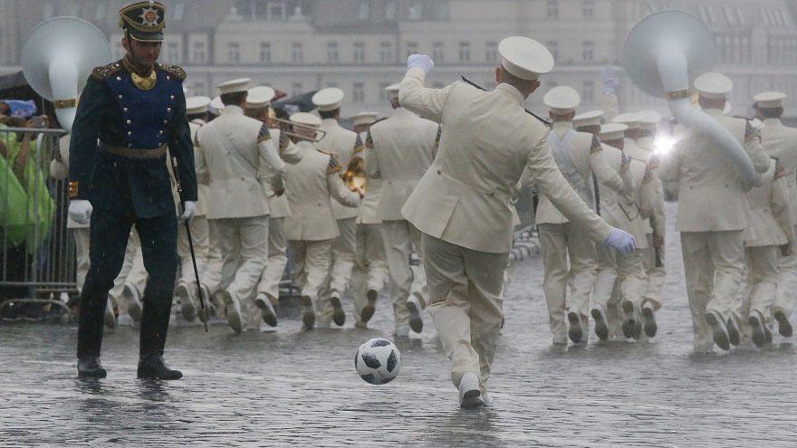 Im Gleichschritt, Fußball, Marsch!