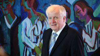 Την παραίτησή του υπέβαλε ο υπουργός Εσωτερικών της Γερμανίας Χορστ Ζεεχόφερ