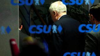 Machtkampf Seehofer vs Merkel bis in die Nacht  - 12  Tweets