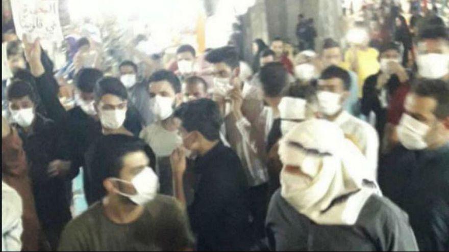بحران آب در جنوب ایران؛ معترضان در آبادان با نیروی انتظامی درگیر شدند