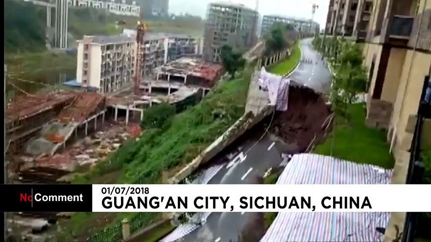 Effondrement spectaculaire d'une route en Chine
