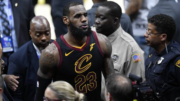 LeBron James ficha por los Lakers