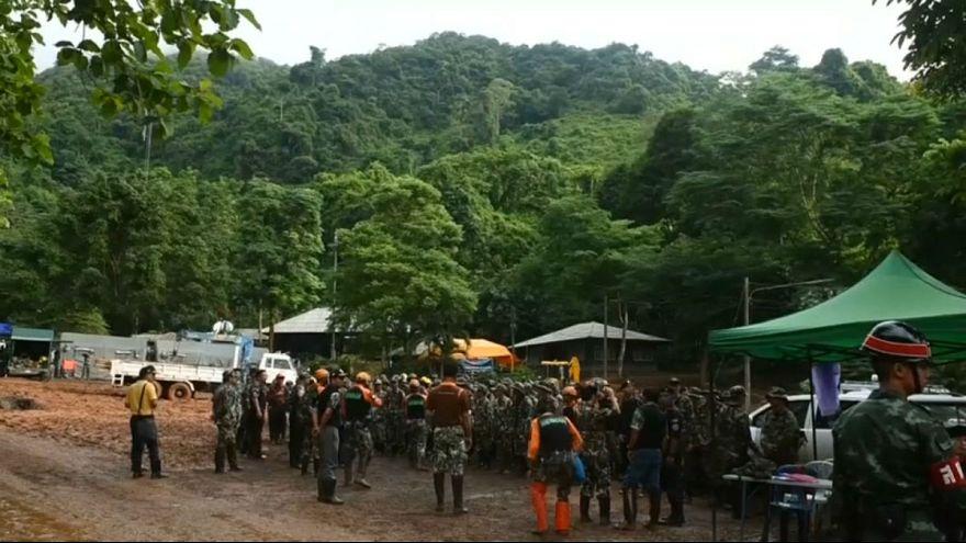 گروه نجات به محل احتمالی نوجوانان تایلندی گرفتار در غار نزدیک شدند