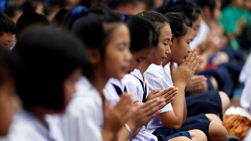 Tailandia recibe señales de vida de los trece atrapados en una cueva