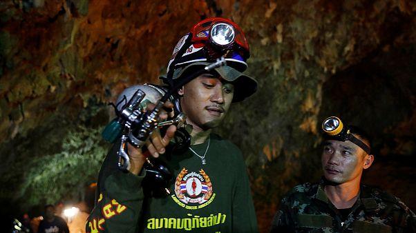 Buscas às grutas na Tailândia recebem apoio internacional