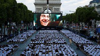 Paris: Freiluft-Kino auf den Champs-Élysées