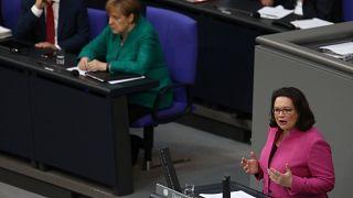 SPD e Liberais pedem responsabilidade no Governo alemão
