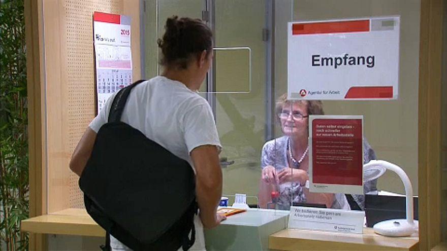EU: kevesebb a munkanélküli, de a fiatalok küszködnek
