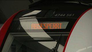 Arbeitszeitverlängerung: Eisenbahner legen Zugverkehr in Österreich lahm